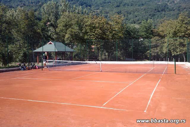 Novi teniski teren