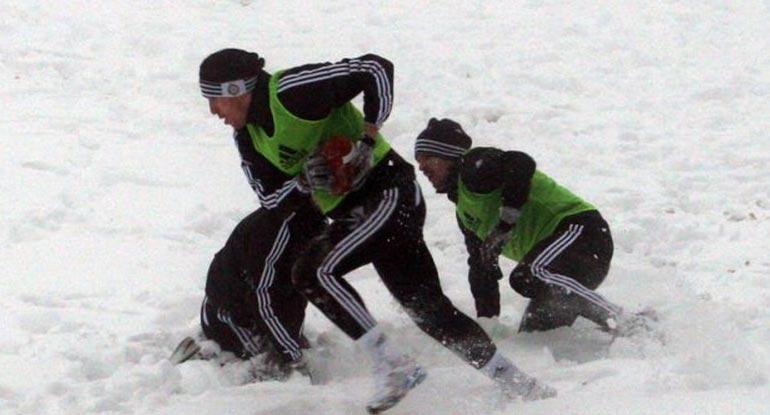 Tara –  Fudbaleri Partizana igrali ragbi po snegu