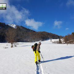 Upoznajte Taru i krstarite netaknutim snegom na Splitboard skijama uz iskusne vodiče.